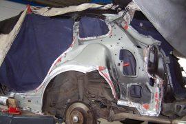 Renault Laguna – Seitenteil abgebohrt und Fahrzeug komplett zerlegt